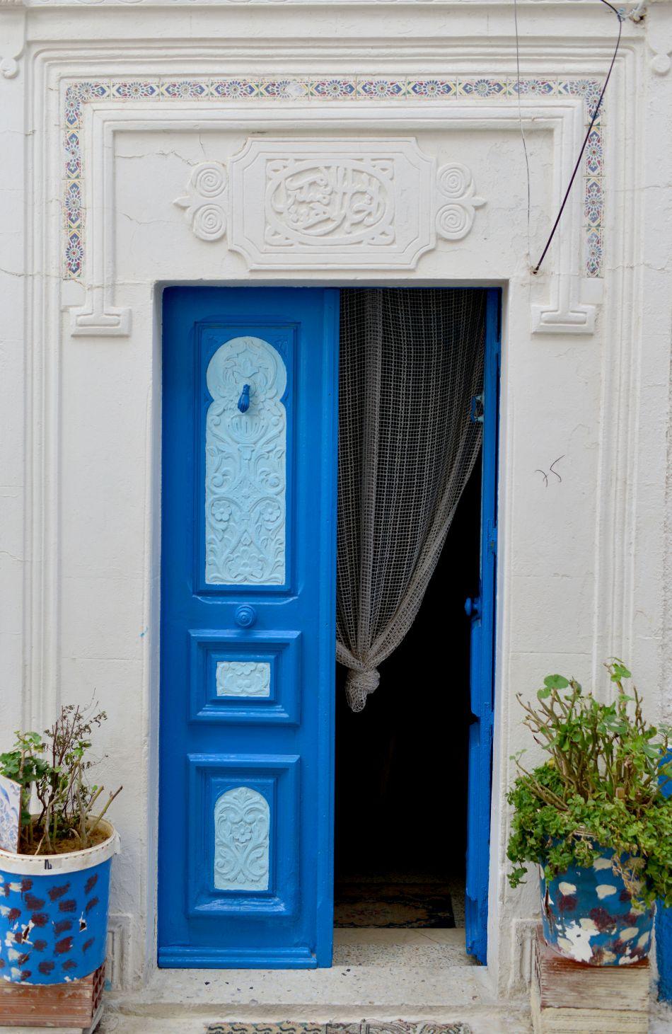niebieskie drzwi tunezja