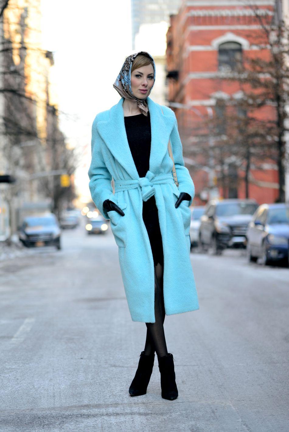 niebieski płaszcz xxl stylizacja