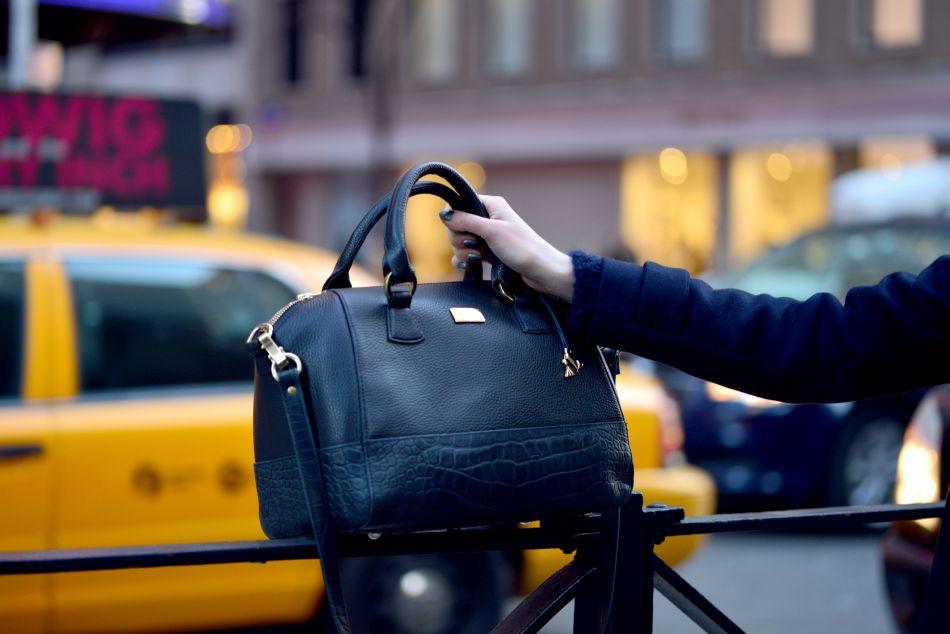 czarny kuferek stylizacja
