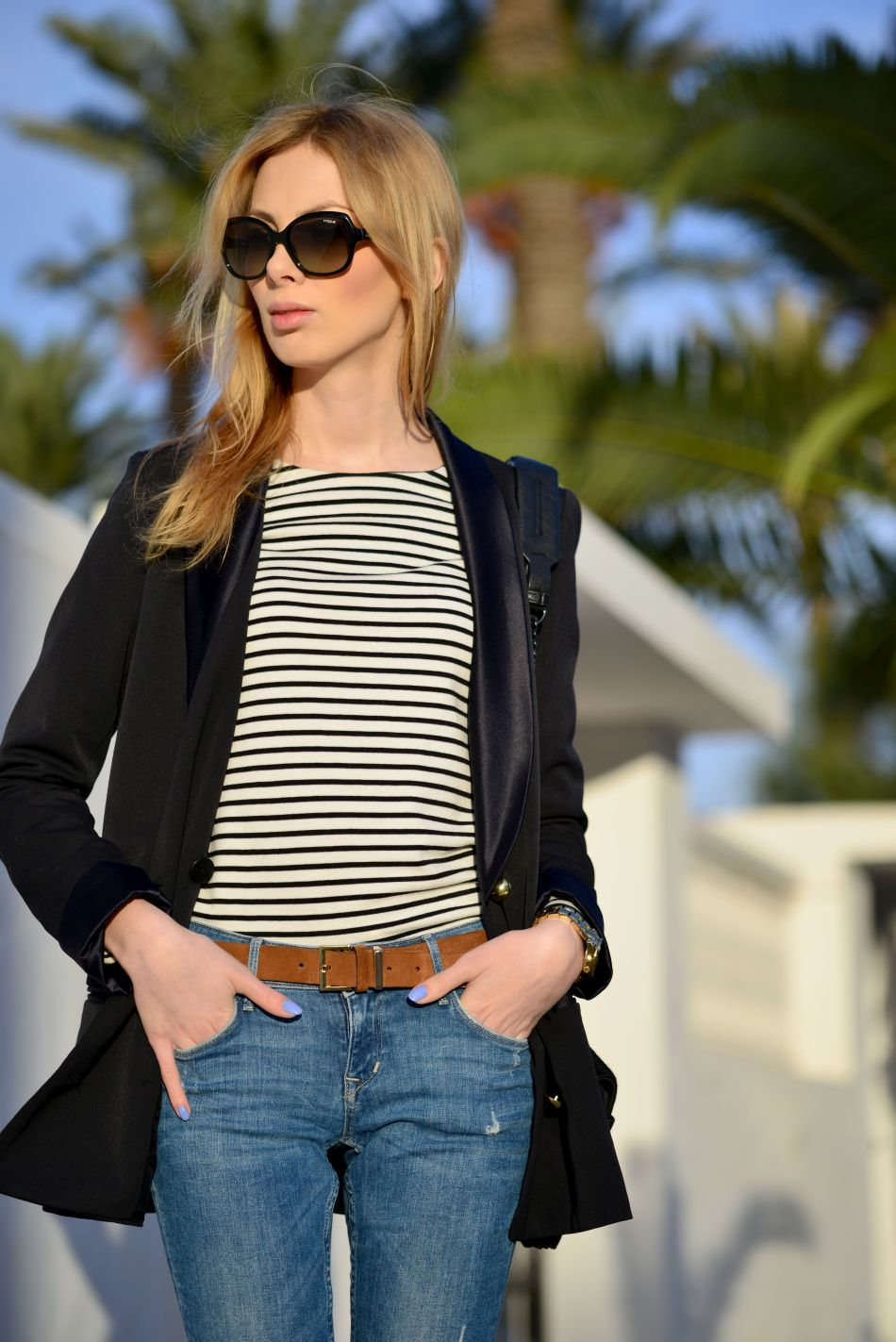 stylizacja z bluzką w paski, okulary vogue, massimo dutti, palmy, tunezja