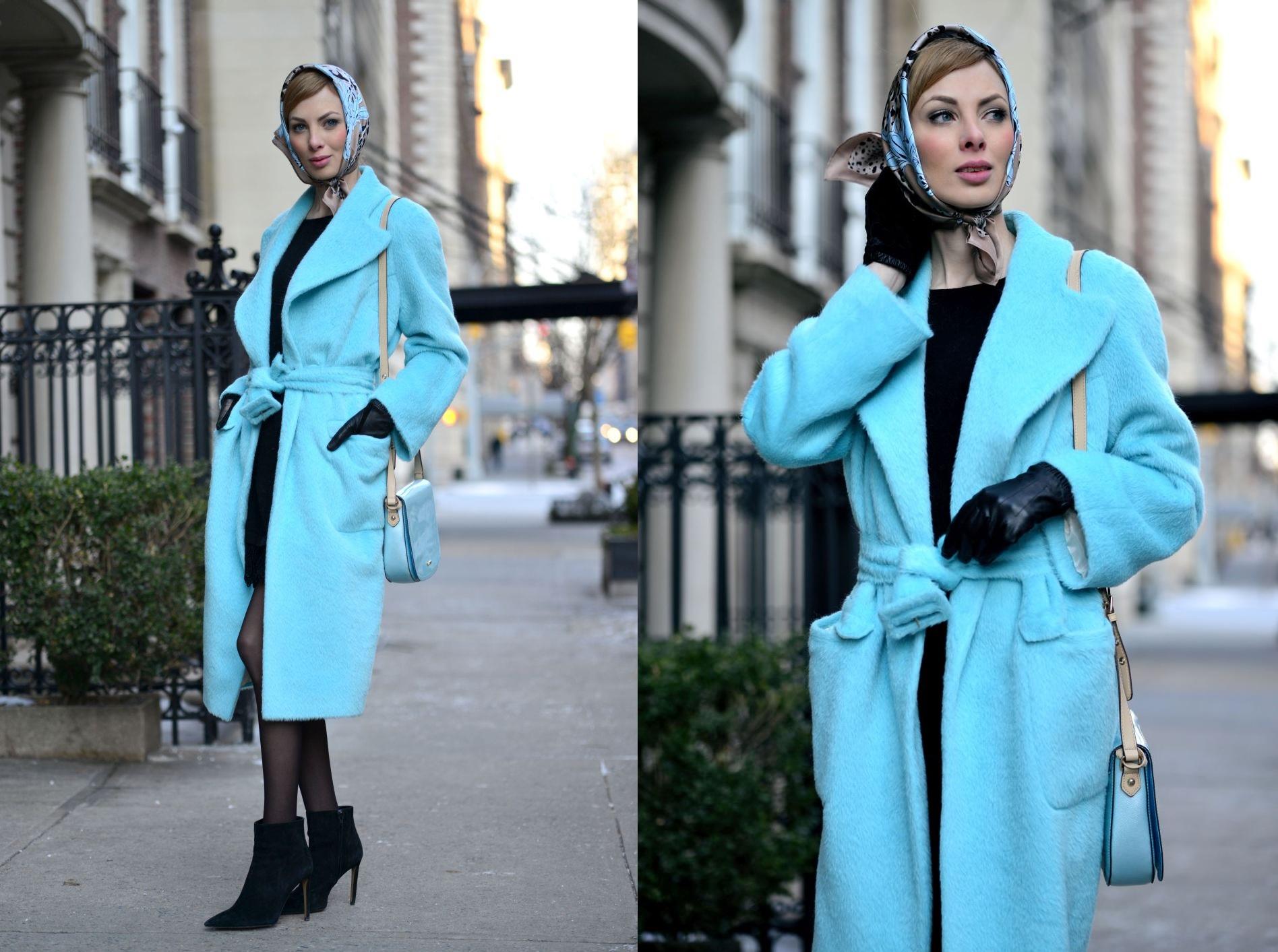 stylizacja z turkusowym płaszczem