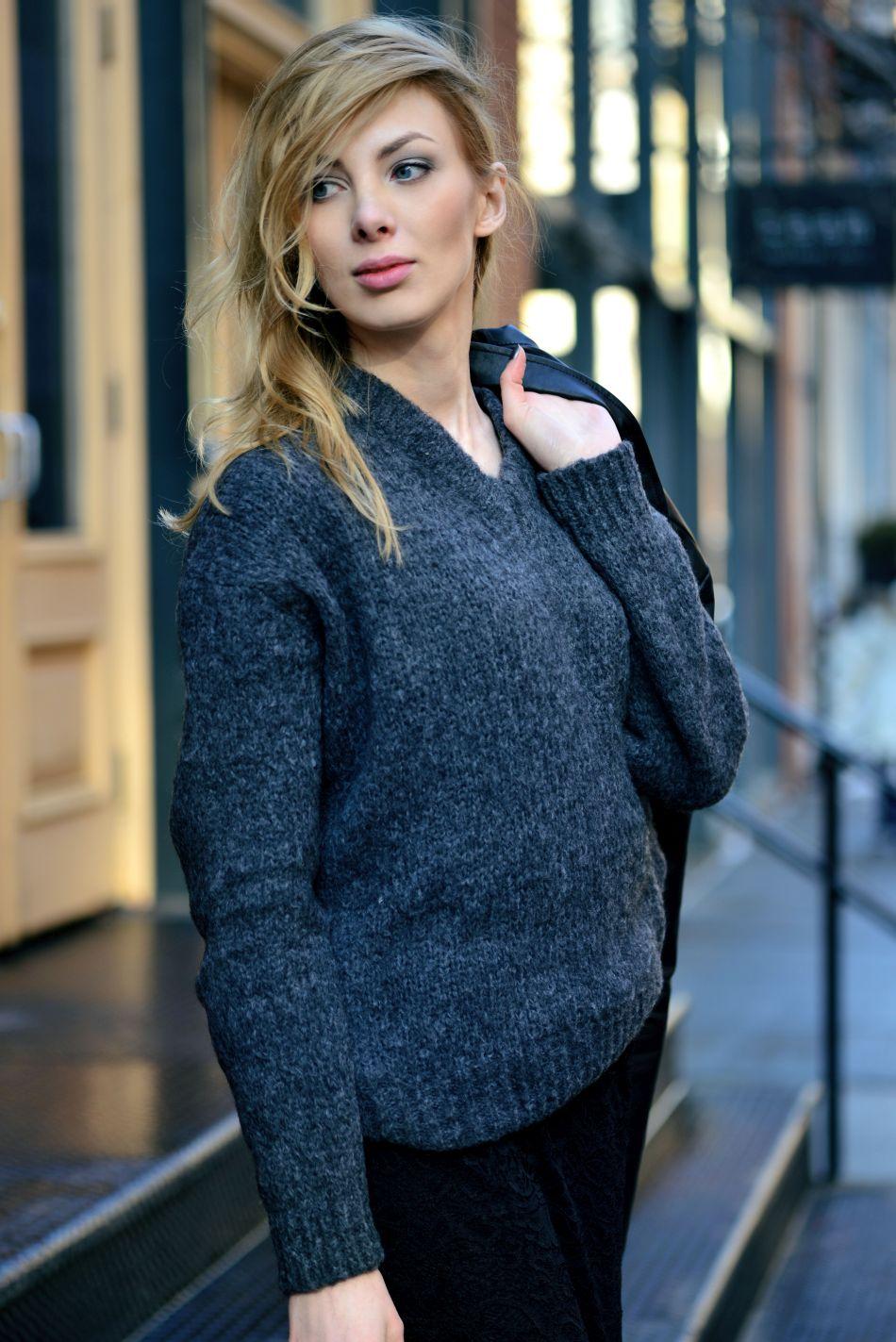 sweter oversized w stylizacji