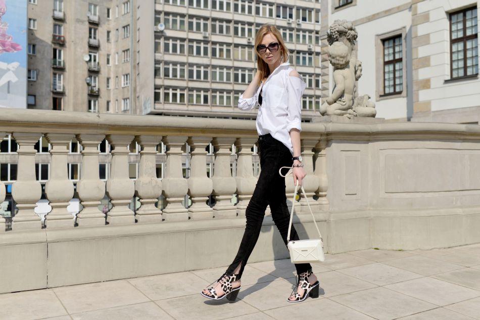 sandałki w cętki jak nosić