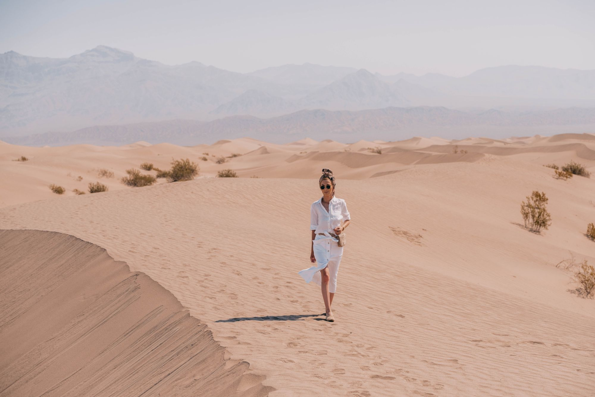 lniana stylizacja na pustyni